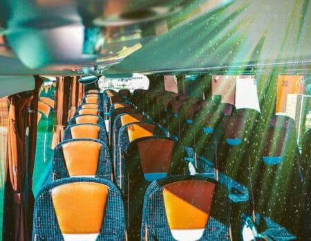 alquiler-de-autocar-en-Toledo-y-Madrid-para-viajes-turisticos-movilidad-segura